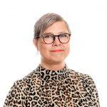 Myyntisihteeri Birgitta Harjun potretti.